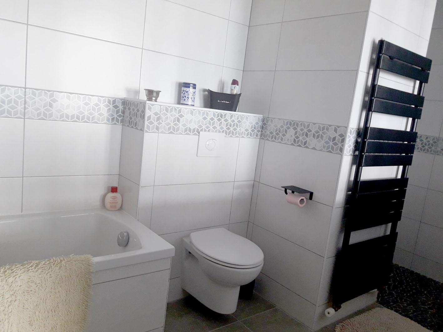 salle de bains parentale baignoire, douche, wc