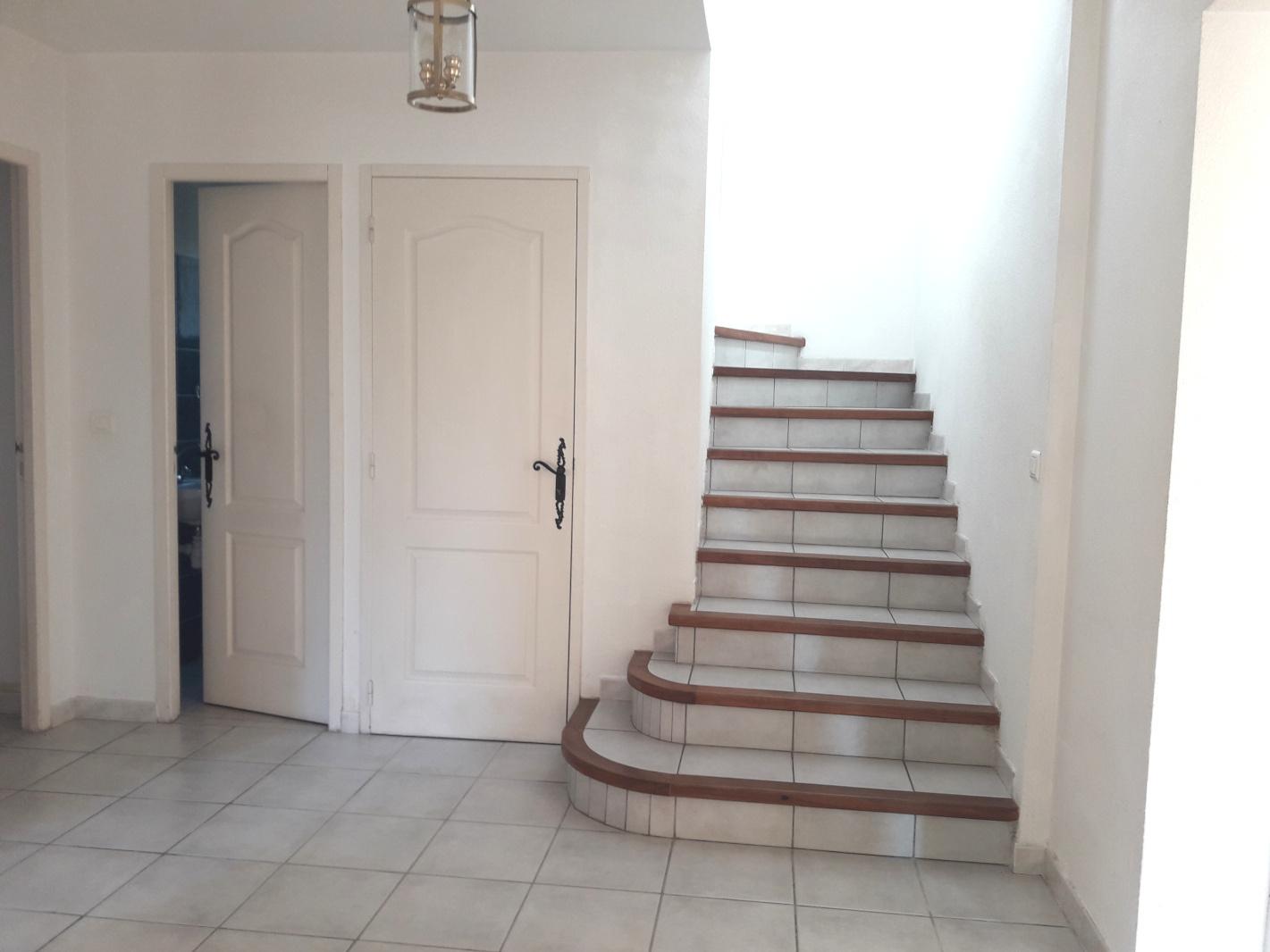 escalier accès étage